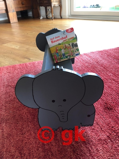 Kinderregal mit Elefant-Motiv